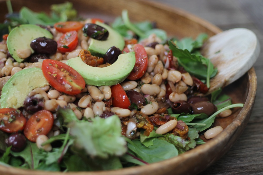 Bean-Salad-with-Olives-and-Tomatoes-with-Seasoning